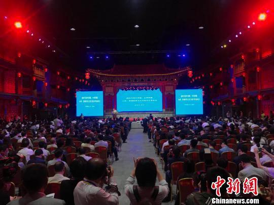 海外侨胞、台湾同胞经贸文化交流合作恳谈会22日下午在山西晋城召开。 胡健 摄