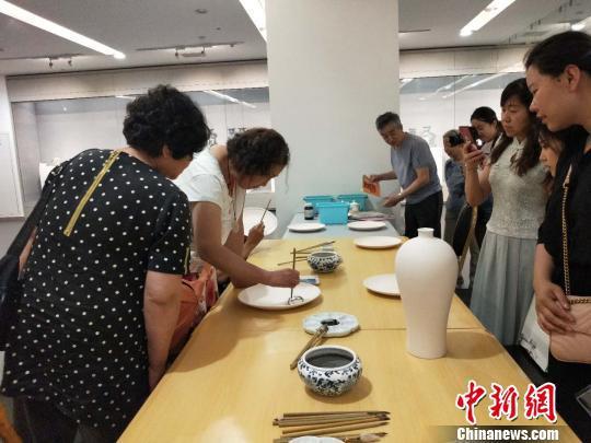 山西展出120件青花瓷。 杨佩佩 摄