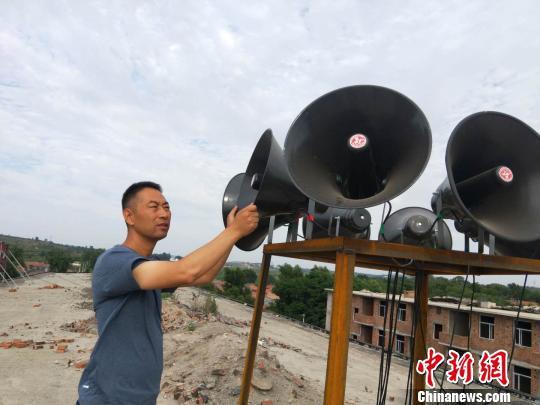 """今年5月,北呈乡政府在开展大量调查走访后,决定在全乡实施农村广播""""乡音大喇叭""""工程,投入专项资金完善了16个村的广播硬件设施。 靳晓姝 摄"""