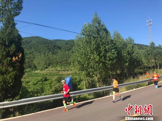"""6月30日,500余名馬拉松愛好者齊聚""""華北綠肺""""山西臨汾翼城歷山腳下,角逐山地馬拉松賽。 李庭耀 攝"""