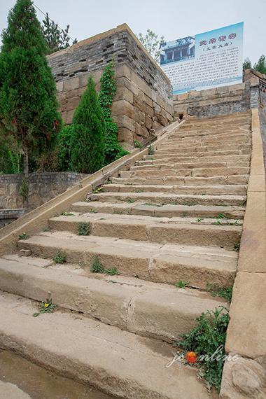 炎帝寝宫的古老石阶
