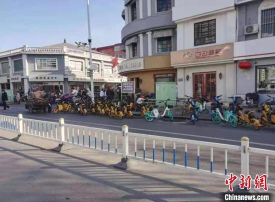 晋中市城区共享单车乱象。 晋中市城市管理局供图