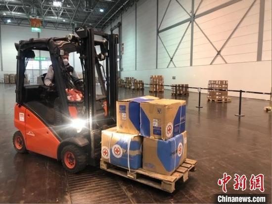 3月31日,山西省捐赠给意大利曼托瓦省的防疫物资运抵北京。 山西省外事办提供