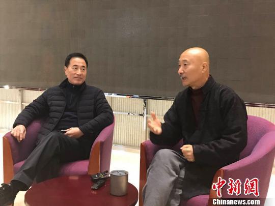 陈佩斯和主演杨立新接受记者采访。 胡健 摄