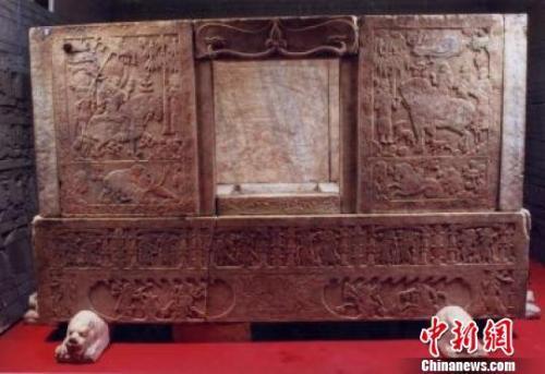 资料图:虞弘墓石椁板及石棺床。山西博物院供图 摄