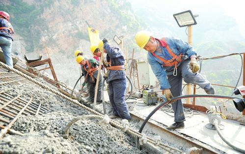 小浪底引黄工程板涧河水库建设施工现场