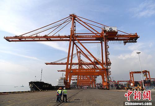 港口(资料图片)中新社记者 俞靖 摄