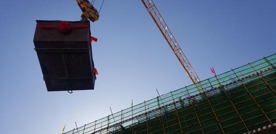 随着最后一方混凝土的浇筑,全新的滨体全民健身中心正式封顶