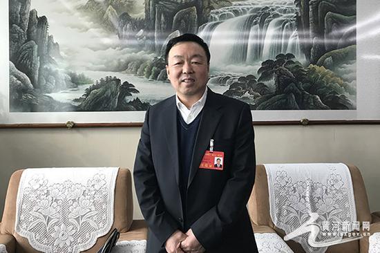 图为山西省人大代表、山西离柳焦煤集团有限公司董事长杨虎平