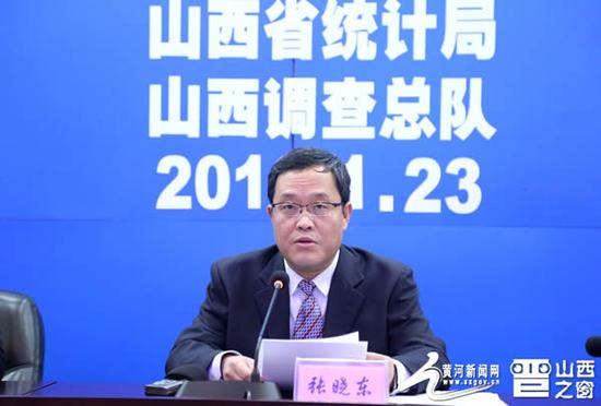 图为省统计局党组书记、局长张晓东发布去年全省经济运行情况。