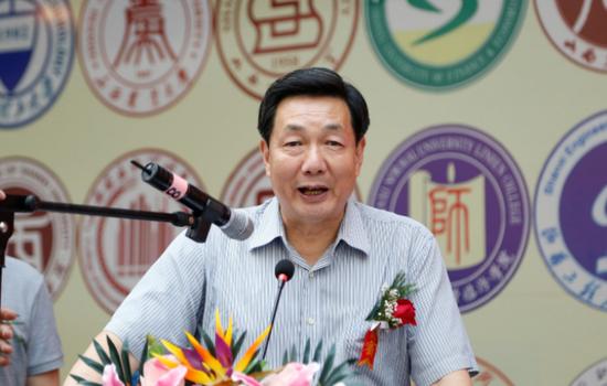 山西中华文化促进会主席、原省政协副主席姜新文致辞