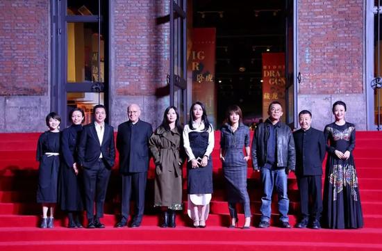 诸多知名电影人亮相平遥国际电影展盛大的开幕红毯
