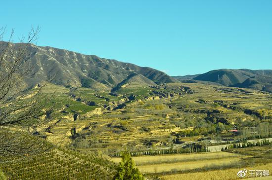 石岭关除了是一座军事战略意义很重要的关隘外,它的山姿山色,同样值得迷恋和赞叹。