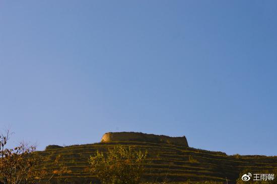 西关口村山上现存的土城堡