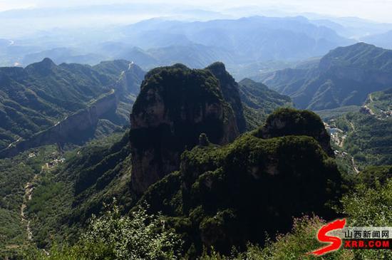 王莽岭中形态各异的山峰