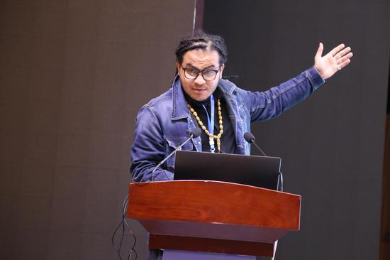 伊拉克艺术家、雕塑家侯赛因苏美尔发表学术演讲