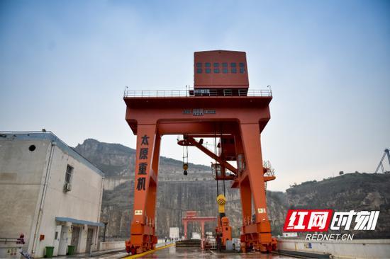 该工程位于黄河北干流托克托至龙口河段峡谷内,是黄河中游规划开发的8个梯级中的第一个工程。