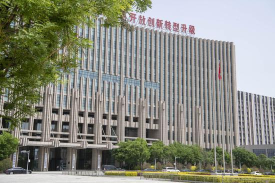这是5月12日拍摄的山西转型综合改革示范区政务服务中心大楼。新华社记者 杨晨光 摄