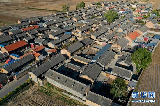 这是5月9日拍摄的山西省忻州市岢岚县宋家沟村(无人机照片)。 新华社记者 曹阳 摄