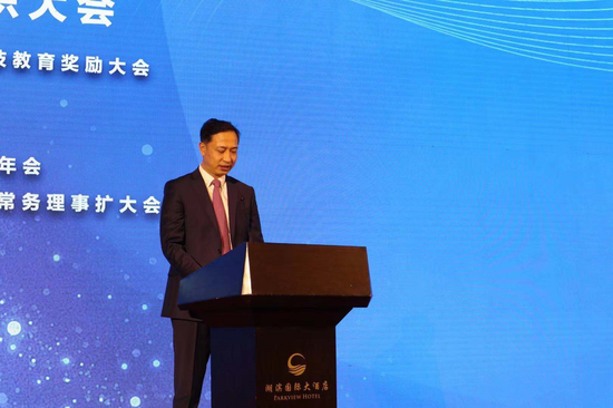 副省长卢东亮在2020中国纺织大会现场发言  摄影:王雅彬