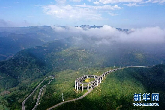 这是8月20日拍摄的太原市西山旅游公路(无人机照片)。