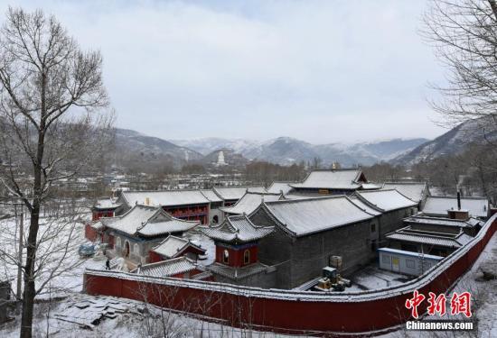 资料图:雪后五台山。焦瑾琦 摄