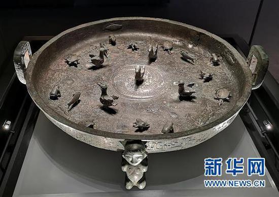 """山西青铜博物馆展出2600年前孟姬""""嫁妆""""晋公盘"""