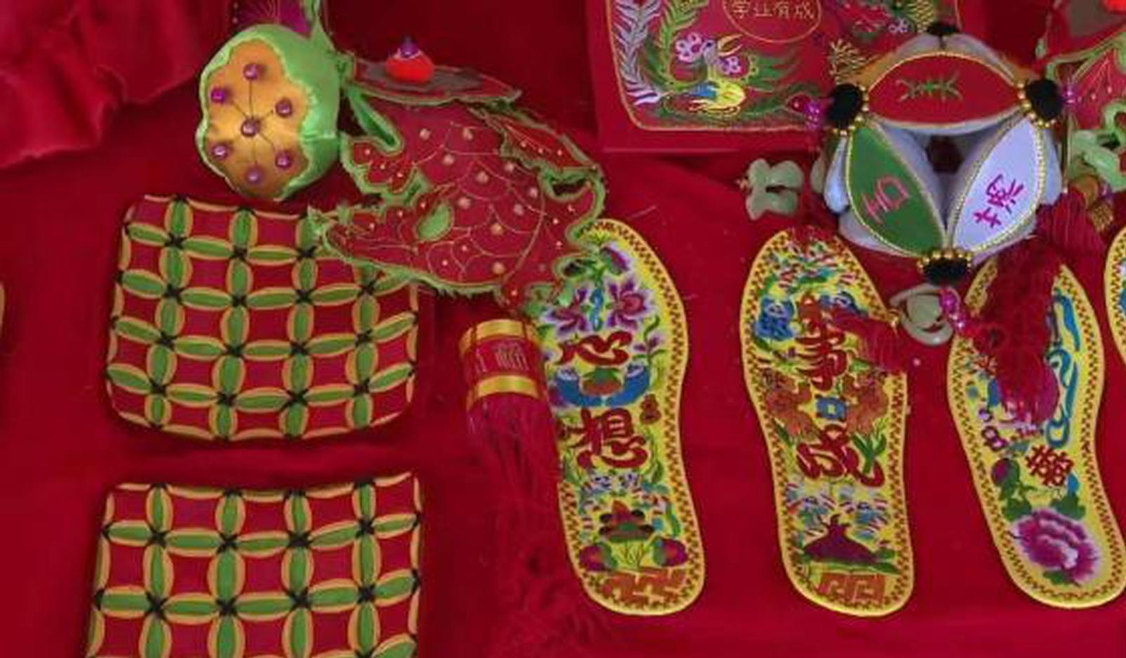 山西六旬老人热衷手工50余年 用手艺装点生活