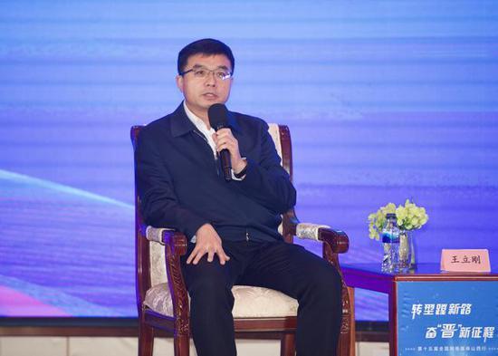 太原市委常委、常务副市长王立刚发言。