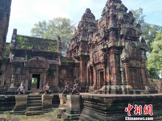 前往柬埔寨旅游,游客既能感受吴哥王朝的古朴文明,又能领略红色高棉微笑的无限魅力,更能享受原始自然的纯净和梦幻。 刘小红 摄
