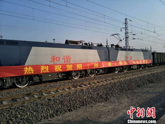 山西省重要煤运通道准朔铁路正式开通运营。 任丽娜 摄