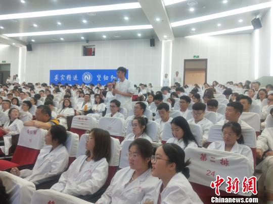 多部门联合在山西医科大学举办人体器官捐献宣讲进校园大型社会公益活动。 吴琼 摄