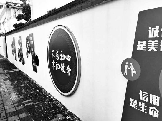 小巷里的文化墙。