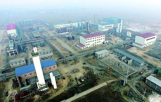 """孝义市按照""""六位一体""""要求,加快推进重点项目的储备、签约、落地、开工、建设、投产。 图为鹏飞60万吨/年甲醇联产4亿立方米 LNG/ 年建设工地。"""