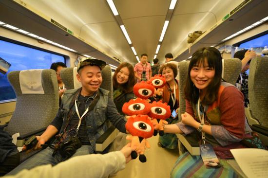 40位中国顶级旅游博主以及众多名人嘉宾等百位旅行家出席