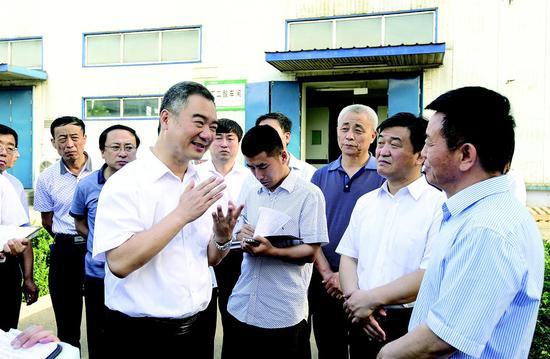 吕梁市委书记王清宪在孝义市金晖兆隆高新科技有限公司调研