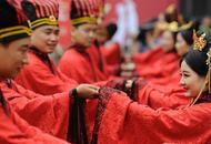 山西上演青年汉式集体婚礼