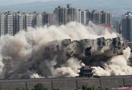 大同高楼爆破紧邻古城墙