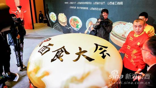 吉尼斯世界纪录保持者王张龙师傅携世界最大的面气球登场亮相