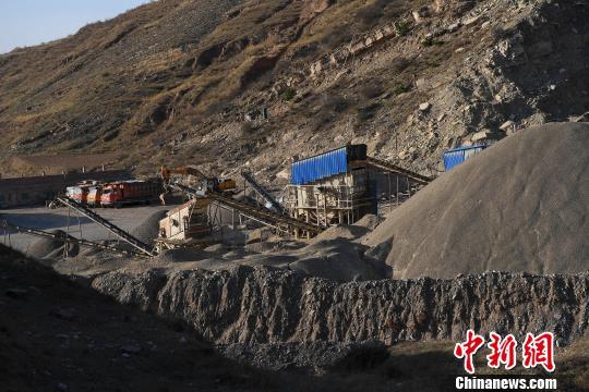 据韩二兰介绍,石料厂已停产2个月。 武俊杰 摄