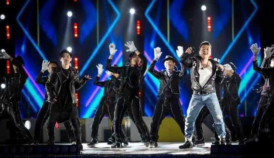 山西知名说唱歌手田野与京津冀明星同台献唱。