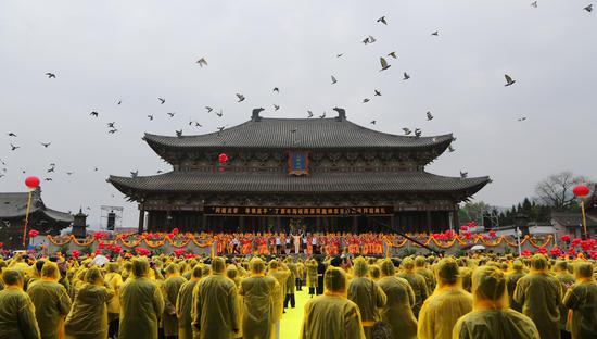 雨中大典进行时 摄影:李强