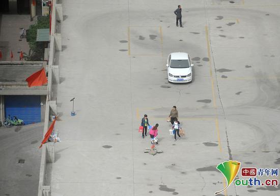 图为距离地面二十多米高的练车场。中国青年网 高明 摄
