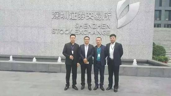 从左往右:联合创始人管延景、郭鹏、董事长申珂、联合创始人姚刚