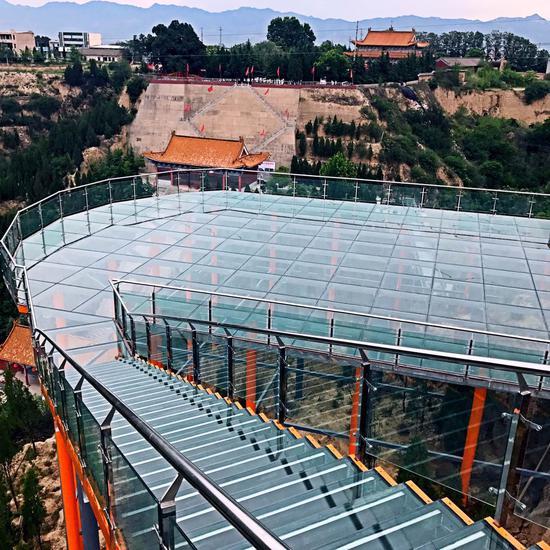大禹渡景区高空玻璃体验项目