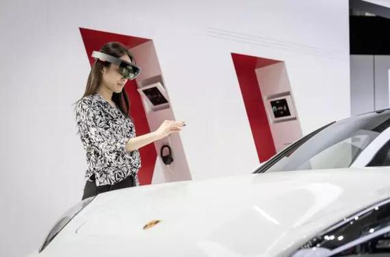 3D 全息投影技术解析保时捷最新 Panamera 车型