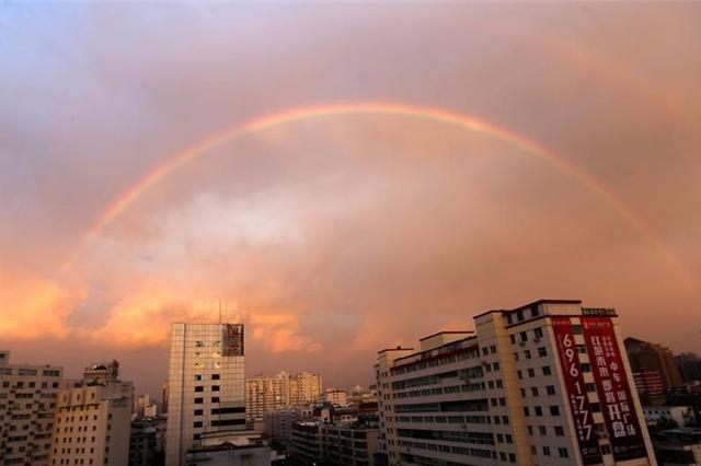 山西太原现雨后双彩虹