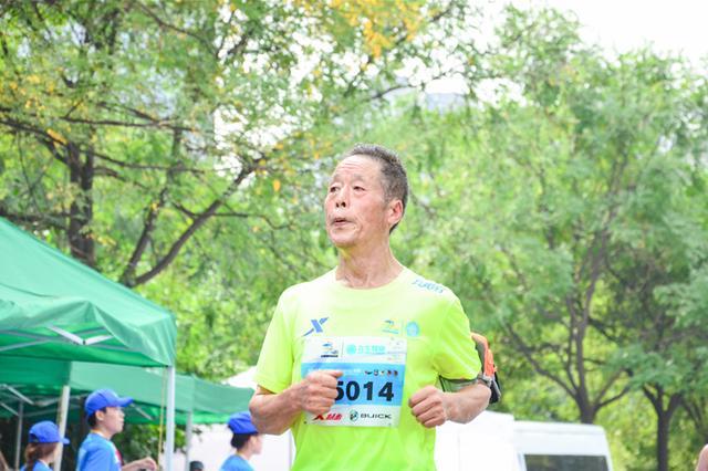 2017太原国际马拉松赛激情开跑