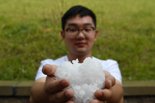 强对流天气来袭 山西太原降花生豆大冰雹