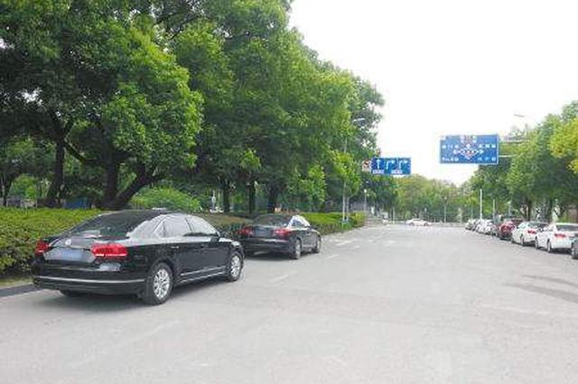 仅限上下学前后半小时 省城3小学门口机动车道可停车